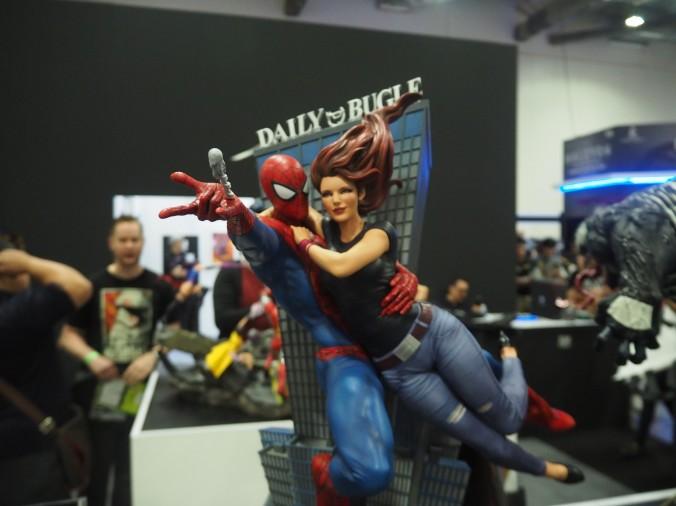 STGCC 2016 XM Studios Spider-Man and Mary Jane statue
